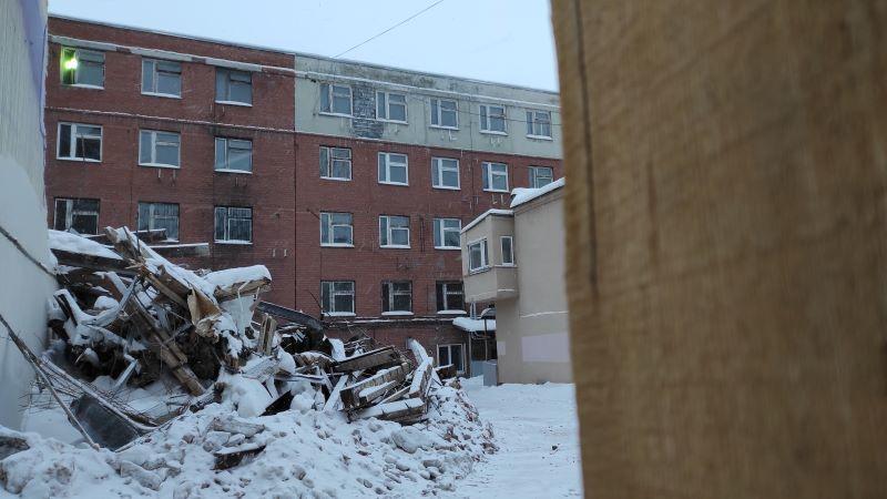 Вид со двора на перестроенное здание