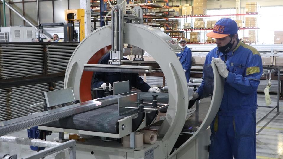 «Повышаем производительность — растет зарплата». Зачем уральские заводы идут в нацпроект 7