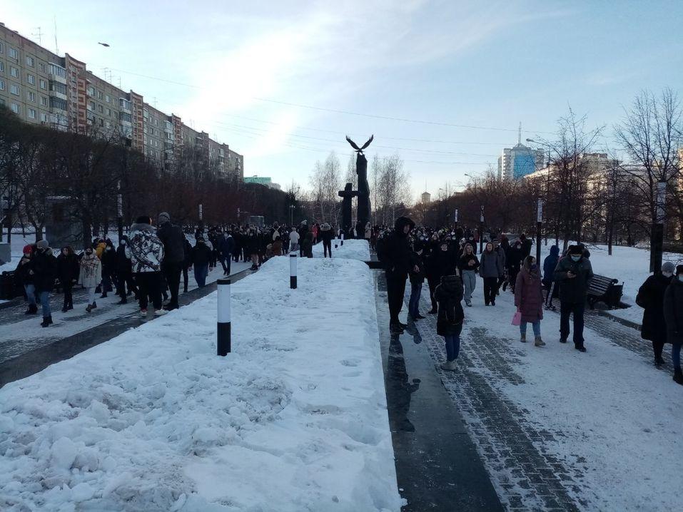 Прогулка с препятствиями: вторая волна несанкционированных митингов в Челябинске. ВИДЕО 6
