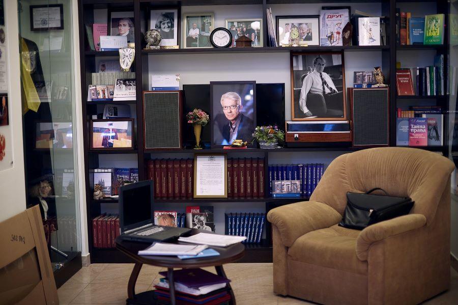 Любимое кресло С.С. Алексеева и портфель
