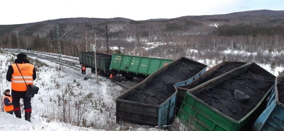 На западе Челябинской области парализовано ж/д-сообщение из-за схода состава с рельсов 1