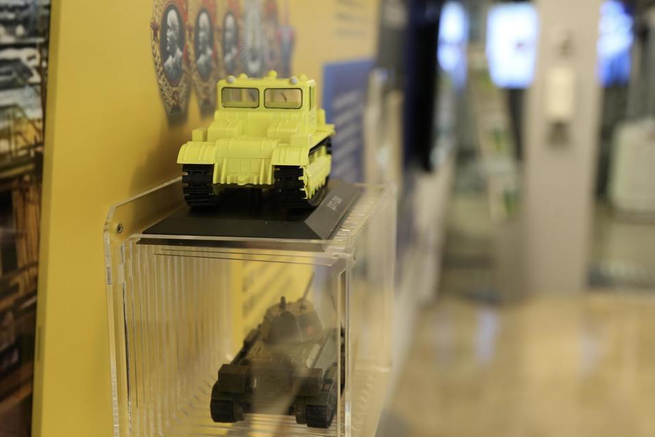 Танки, золото, робот Федор: что привезли на выставку Челябинской области в Совет Федерации 1