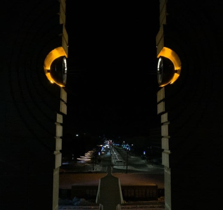 На памятнике Курчатову в Челябинске восстановили подсветку 2