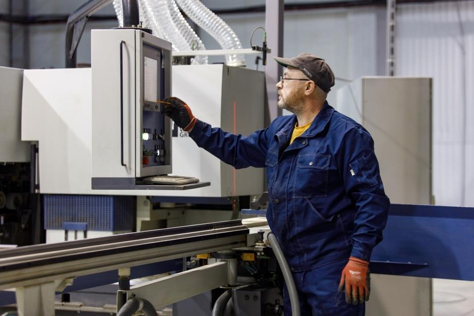 Новосибирский застройщик запустил производство дерево-алюминиевых окон  3