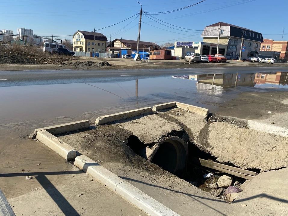 Широкие трещины и серьезные дефекты на годовалых дорогах: подрядчикам вынесены предписания 1