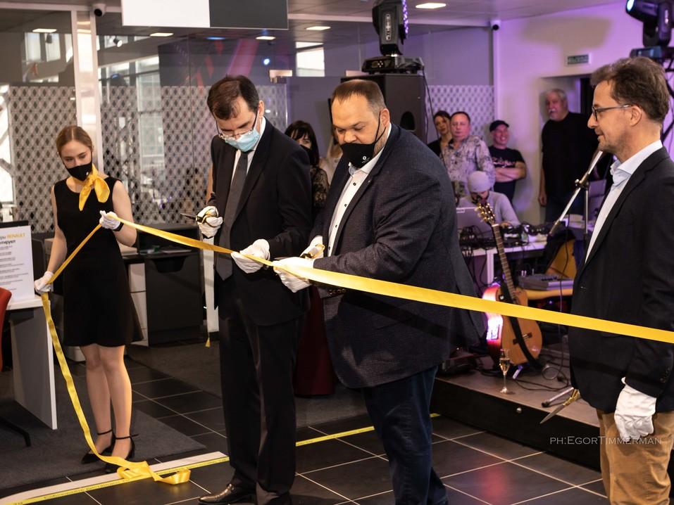 Renault Россия запустила в Новосибирске дилерский центр в новой концепции 2