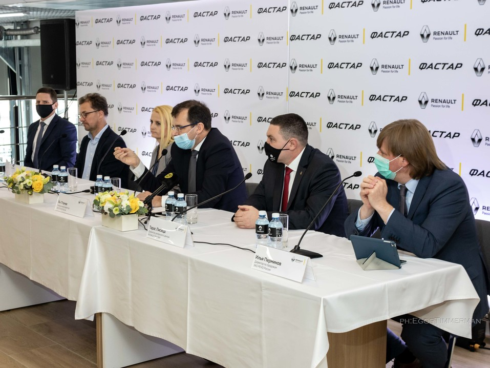 Renault Россия запустила в Новосибирске дилерский центр в новой концепции 1