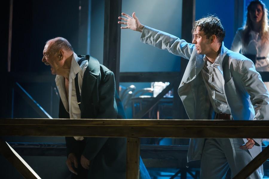 Все по Чехову: в театре Пушкина поставили спектакль «Без названия» о любви и деньгах  3