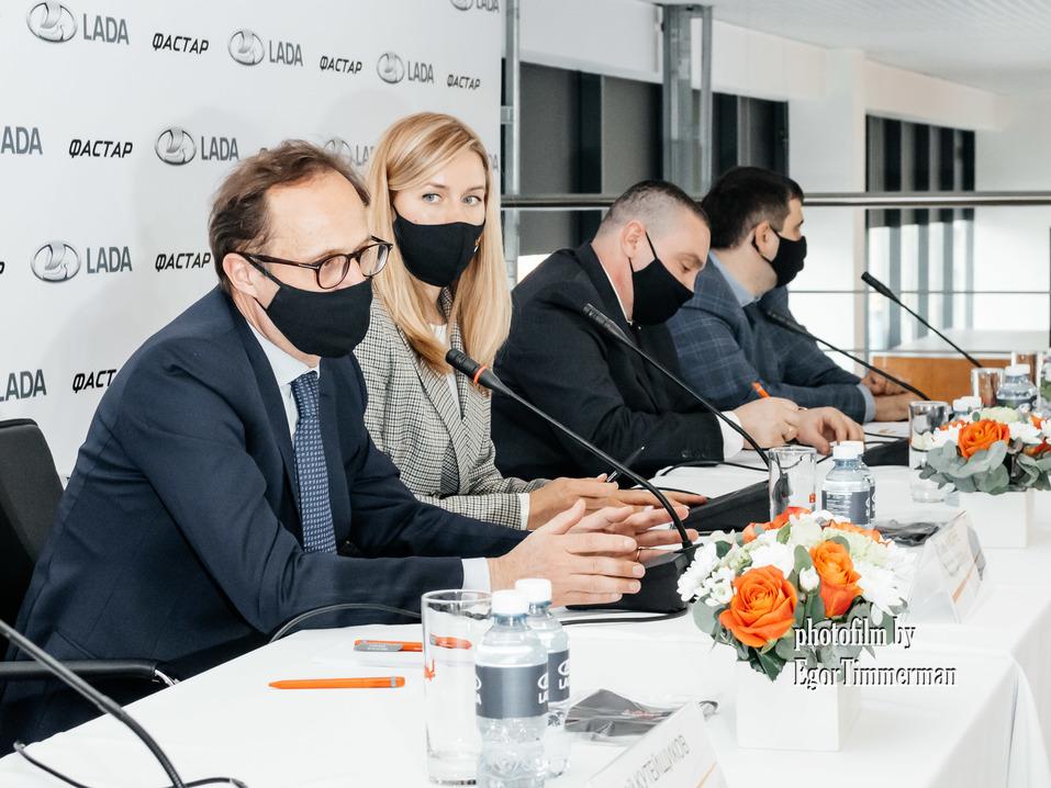 «Фастар» запустил дилерский центр LADA в Новосибирске 8