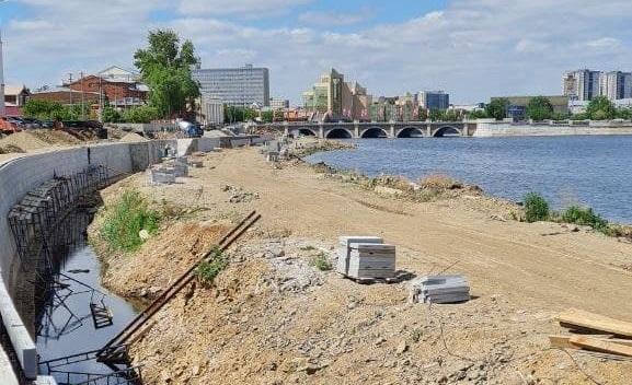 Успеть за три месяца: набережная реки Миасс напротив цирка все еще готова лишь наполовину 6