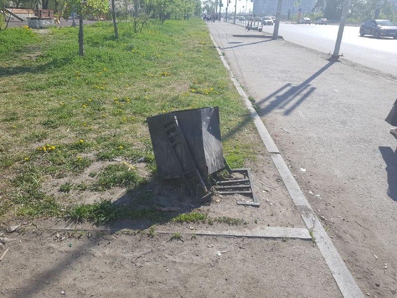 Плитка треснула и повсюд строительный мусор: челябинский сквер после благоустройства 3