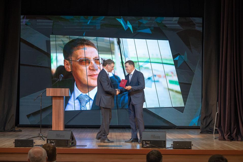 Вручение знака отличия и звания Заслуженный предприниматель Свердловской области