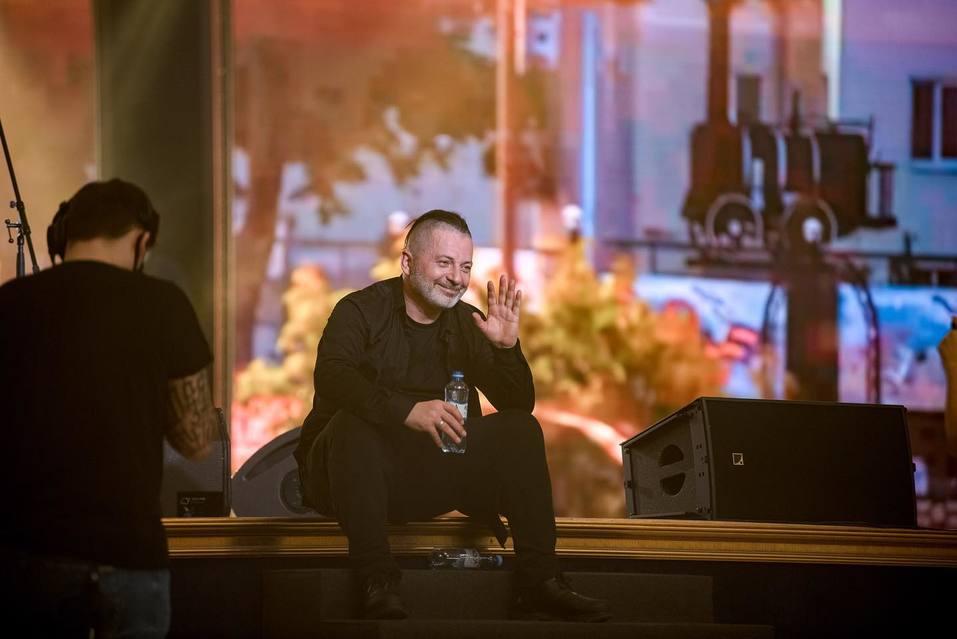 Вадим Самойлов во время выступления. Фото: официальный сайт артиста