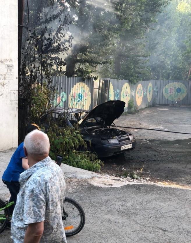 Пожар на улице Некрасова. Фото: Е1