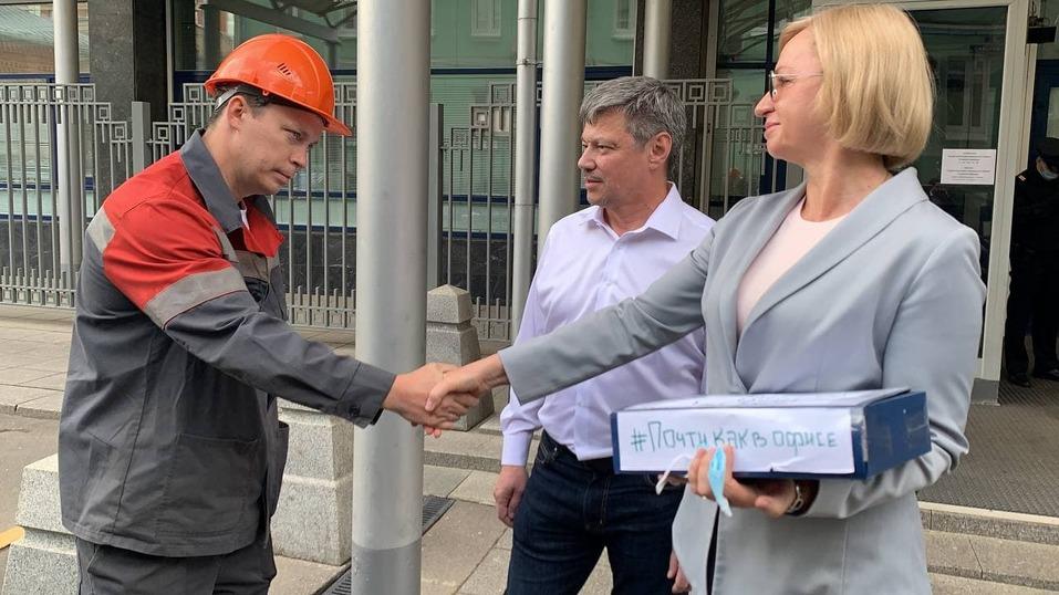 Металлург из Челябинска привез депутатам Госдумы коробку писем против поправок в ТК 1