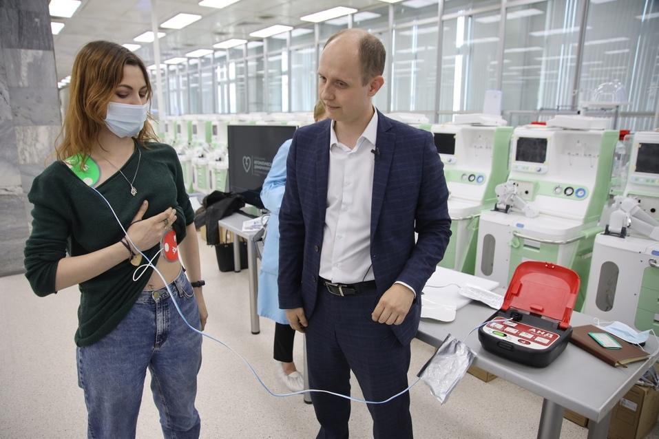 Уральский завод разработал дефибриллятор, который сможет использовать любой человек 6