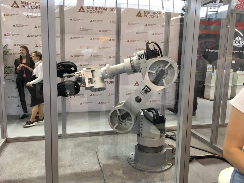 «Чьи места займут роботы»: Дмитрий Гартунг о будущем робототехники в России  2