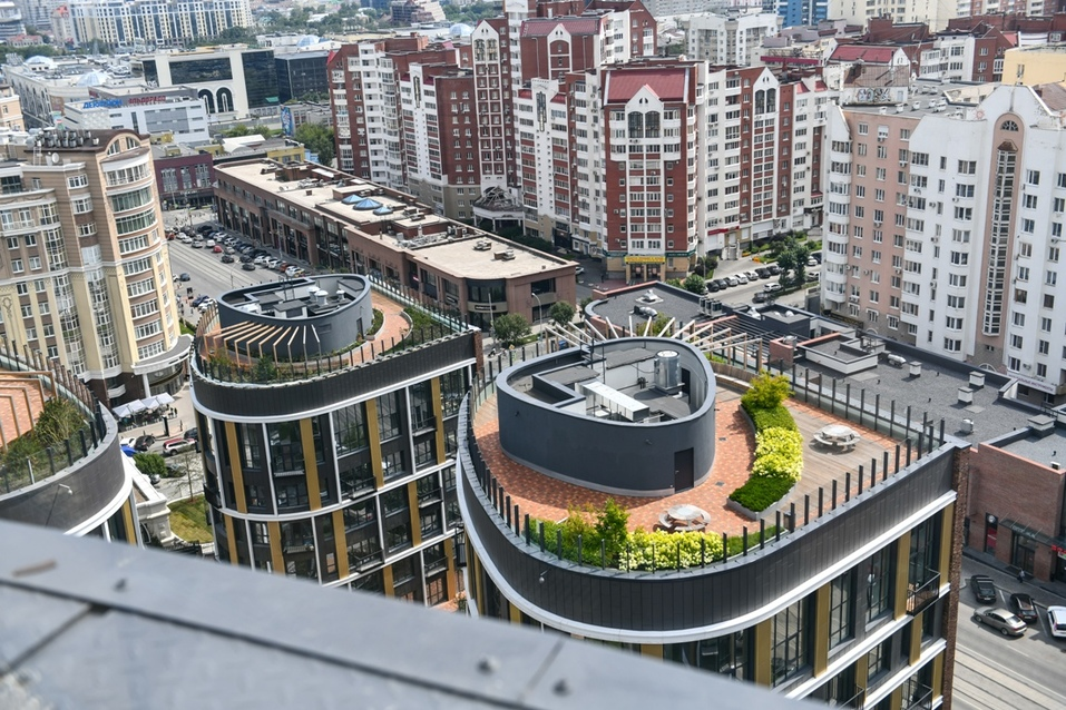Эксплуатируемые кровли жилого комплекса утопают в зелени