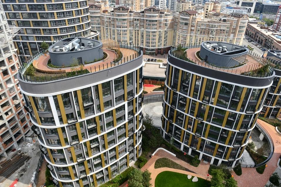 На верхних этажах есть квартиры с шестиметровыми потолками