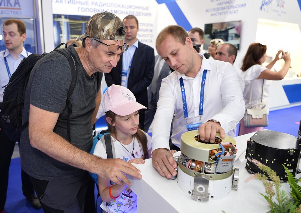 Арзамасский приборостроительный завод им. П.И. Пландина участвует в авиасалоне МАКС 4