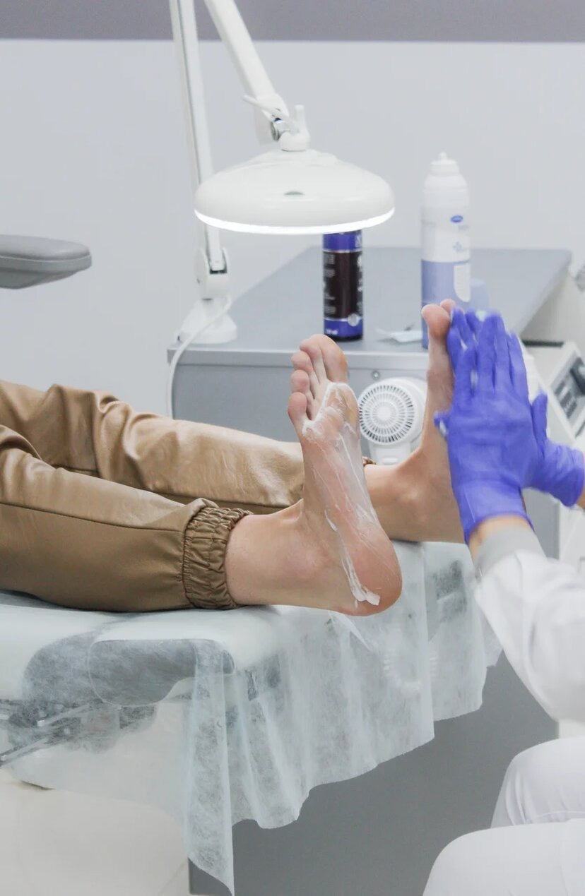 Вросшие ногти, бородавки и мозоли: почему медицинский педикюр важнее обычного?  5