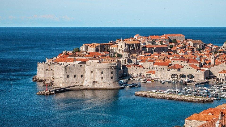 Кипр требует от туристов ПЦР-тест каждые 72 часа, перелеты с детьми дешевеют. Дайджест 2