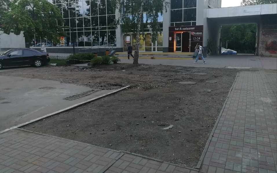 У азиатского ресторана KARMA в Челябинске снесли летнюю веранду 1