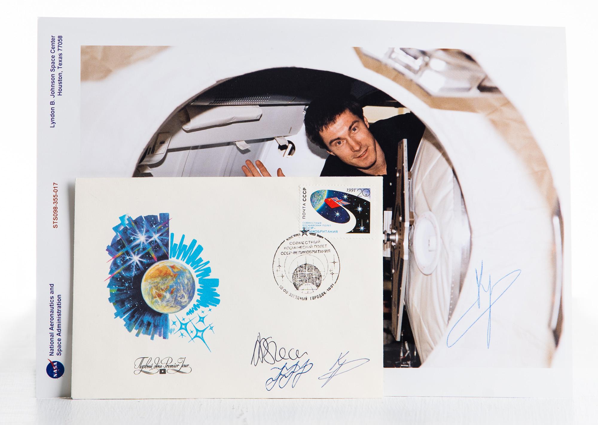 ЛОТ ПРОДАН! Конверт и марка, побывавшие в космосе, с автографами космонавтов