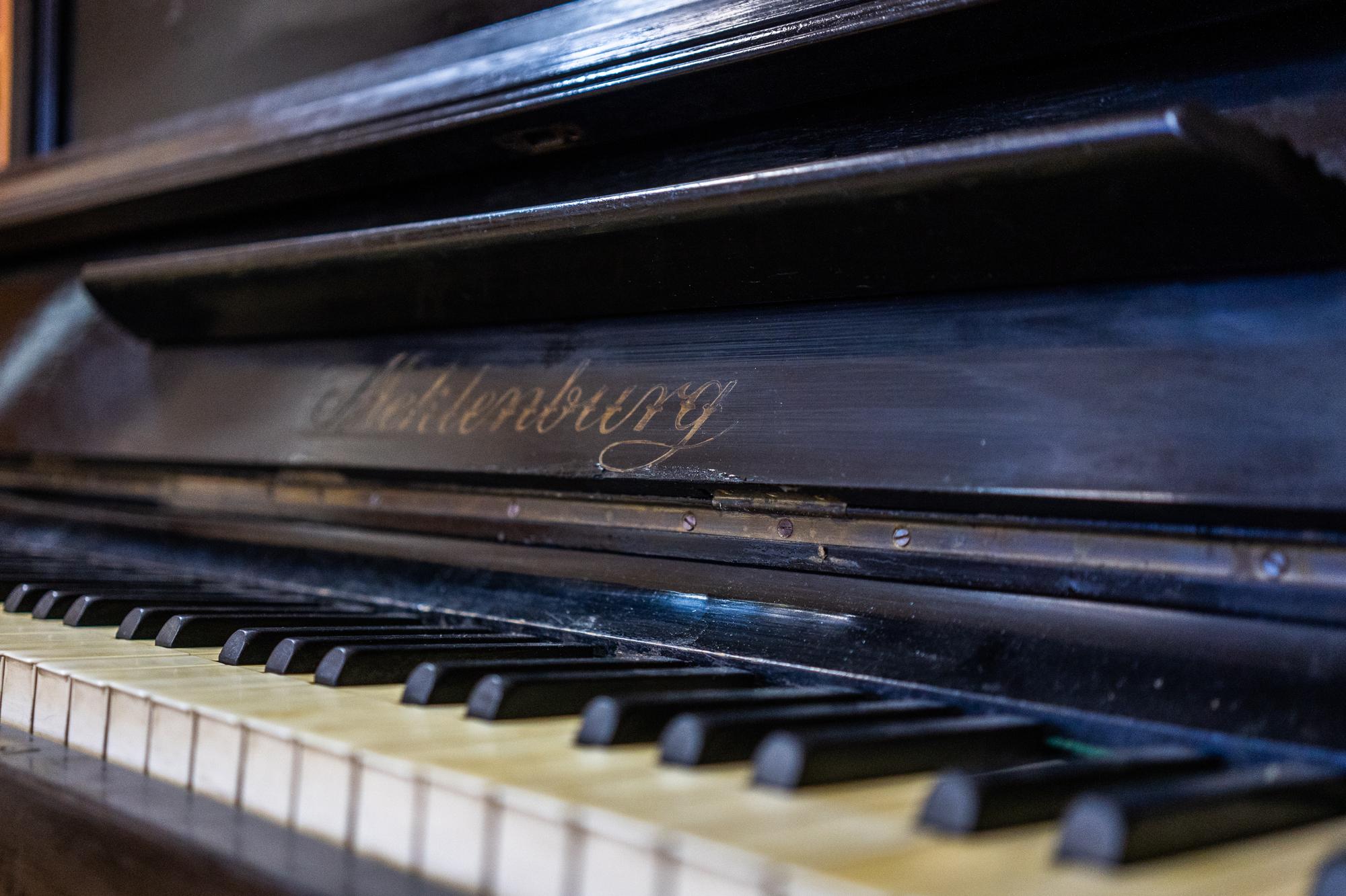 Классическое пианино Meklenburg, конец XIX – начало XX века