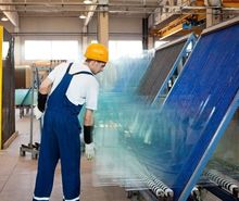 «ДК» посмотрел, как в Красноярске стекло перерабатывают