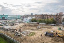 Напротив новосибирского вокзала возобновилось строительство торгового центра