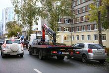 На центральной улице Екатеринбурга за сутки запретили парковку