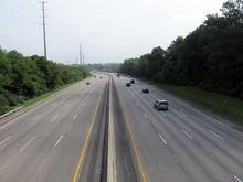 Строители Мочищенского шоссе разделили встречные потоки движения бетоном