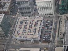 В Екатеринбурге появился паркинг с магазинами