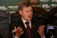 Анатолий Локоть поддержал инициативу возведения памятника коррупции
