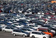 Продажи автомобилей в Екатеринбурге рухнули почти в два раза