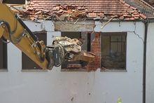 В Екатеринбурге снесли незаконно построенный многоквартирный дом