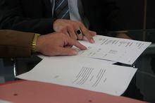 Депутаты предложили отказаться от мелкого шрифта в договорах