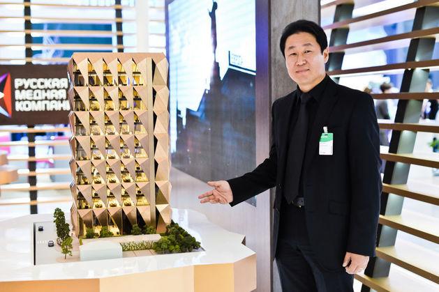 В рамках ИННОПРОМа-2014 партнер архитектурного бюро Джереми Ким (на фото) презентовал проект штаб-квартиры РМК