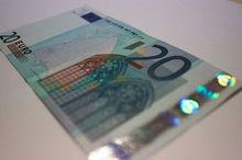 Сколько будут стоить евро и доллар к концу лета, ответили банковские аналитики