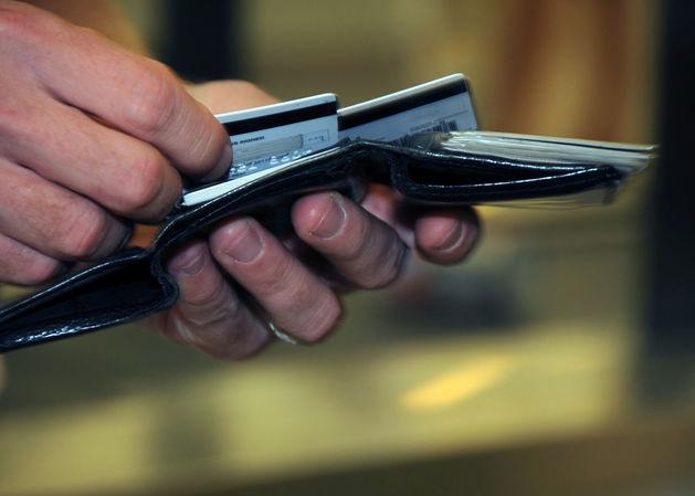 Почти 20% россиян отказались от пластиковых карт