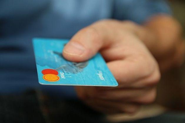 Ставку потребительских кредитов хотят ограничить до 30%