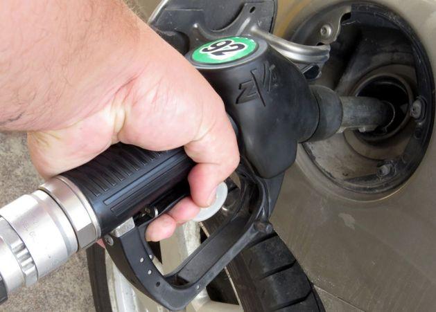 Чиновники предложили два способа справиться с ростом цен на бензин