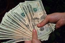 Центробанк снизил курс евро на 3 рубля