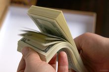 Спрос на иностранную валюту вырос в июле на 20 процентов