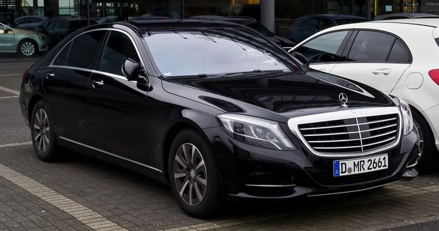 Чиновникам запретили ездить на автомобилях дороже 2,5 млн рублей
