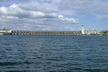 Сброс воды через шлюзы Цимлянского водохранилища остался прежним