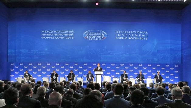 """На фото: выступление Дмитрия Медведева на пленарном заседании инвестфорума """"Сочи-2014"""""""