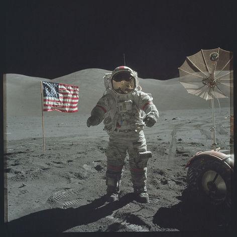 NASA опубликовало более 8 тысяч архивных фотографий миссии «Аполлон» на Луне
