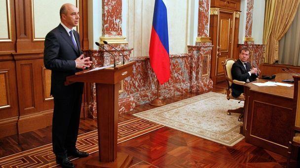 На фото: министр финансов Антон Силуанов и глава правительства Дмитрий Медведев